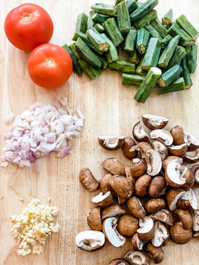 Okra stew ingredients